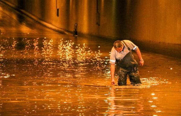 Atılan çöpler giderleri tıkadı, altgeçidi su bastı - Genel - www ...