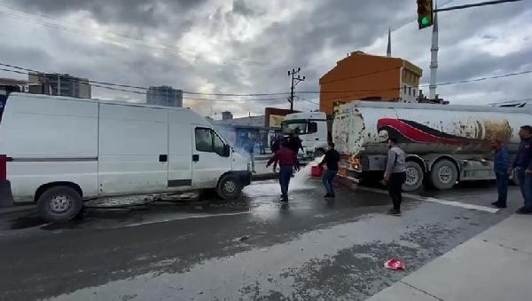 2020/10/sultangazide-yolda-alev-alan-minibus-su-tankeriyle-sonduruldu-55f0213b667e-1.jpg