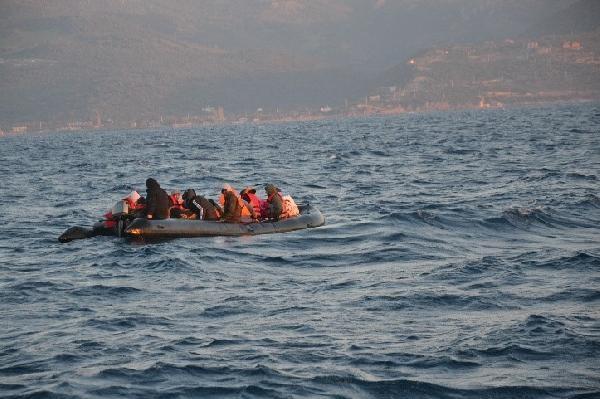 2021/03/yunanistanin-olume-terk-ettigi-gocmenleri-turk-sahil-guvenlik-ekipleri-kurtardi-52f592b4d4a0-1.jpg