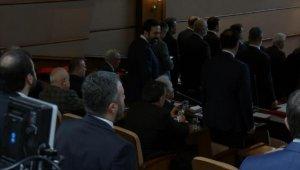 İBB Meclisi'nde İstiklal Marşı okunurken bazı CHP'lilerin ayağa kalkmadığı görüldü