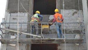 Elazığ'da depremzedeler için konut yapımı sürüyor