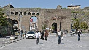 Yasağın ardından Diyarbakır'da hareketlilik başladı