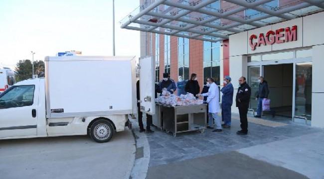 Sivas'ta belediyeden sağlık çalışanlarına iftar yemeği