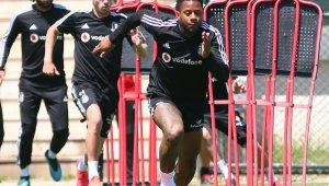 Beşiktaş günün ilk antrenmanı yaptı