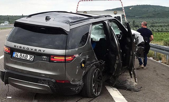 Şarkıcı Alişan, eşi, oğlu ve bakıcının bulunduğu ciple kaza yaptı