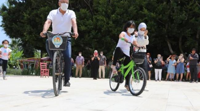 Görme engelli Ecrin'den bisiklet turu