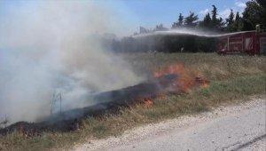 Silivri'de yangına müdahale eden itfaiye aracı çamura saplandı