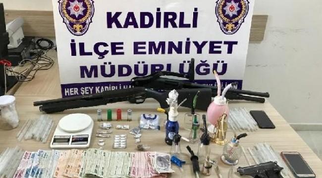 Kadirli'de uyuşturucu satıcılarına operasyon: 5 gözaltı