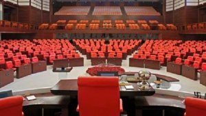 TBMM'de koltuklara 'akustik boya'lı bakım