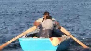 Balık tutmaya çalışırken boğulma tehlikesi geçiren kişiyi balıkçılar kurtardı