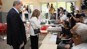 KKTC ikinci tur seçimlerde; Cumhurbaşkanı adayı Başbakan Tatar oyunu kullandıEK FOTOĞRAFLAR