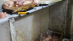 Kayseri'de uygunsuz koşullarda et parçalayan 4 işletmeye 111 bin TL ceza