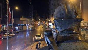 Polis kent merkezini bariyerle kapattı