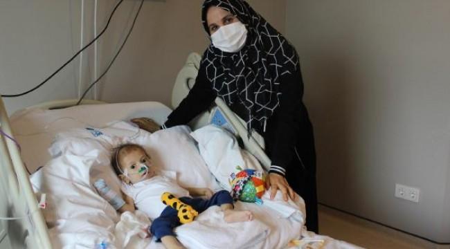 Babasından nakledilen karaciğer ile Ahmethan hayata tutundu