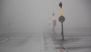 Bolu Dağı'nda sis ve yağmur trafiği yavaşlattı