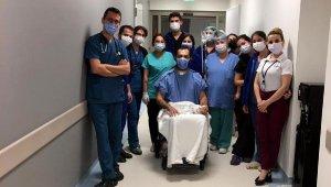 Koronavirüs tedavisi gördüğü hastanede baba oldu