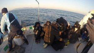 İzmir'de 147 kaçak göçmen kurtarıldı