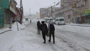 Karlıova'da eğitime kar engelli