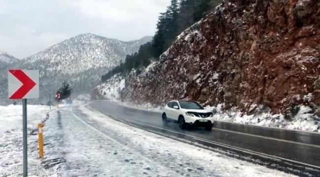 Antalya- Konya yolunda kar yağışı