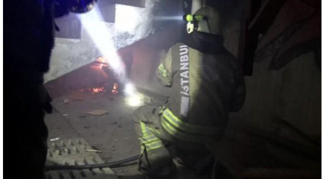 Avcılar'da kapalı semt pazarındaki tezgahı ateşe verdiler
