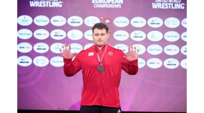 Avrupa Güreş Şampiyonası'nda grekoromen stilde 1 altın 2 gümüş madalya
