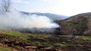 Bolu'da kullanılmayan köy okulu yandı