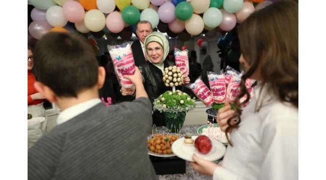 Cumhurbaşkanı Erdoğan çocuklarla iftar yaptı