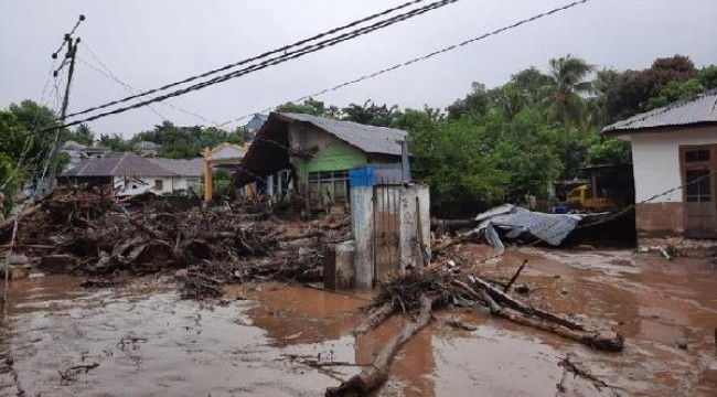 Endonezya'daki sel faciasında can kaybı 157'ye yükseldi