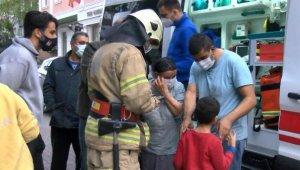 Güngören'de çıkan yangında 1'i çocuk 2 kişi dumandan etkilendi