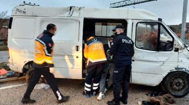 Kırıkkale'de kamyonet devrildi: 1 ölü, 3'ü çocuk 7 yaralı