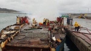 Şile'de limanda söküm işlemi yapılan teknede yangın çıktı
