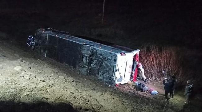 Sivas'ta yolcu otobüsü devrildi: Onlarca Yaralı Var