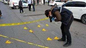 Yolda yürürken bacağından tabancayla vuruldu