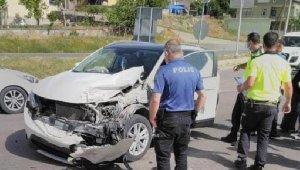 Kırşehir'de 3 otomobil çarpıştı: 2 ölü, 2 yaralı