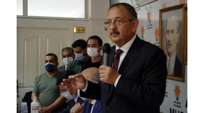 AK Parti'li Özhaseki: Kitaplara konu olmuş hırsızlıkların altında CHP vardır