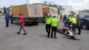 Elektrikli bisikletli kamyonun altında kaldı; kaza kameraya yansıdı