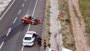 Kayseri'de, TIR'a çarpanotomobilde 4 kişilik aile yaralandı