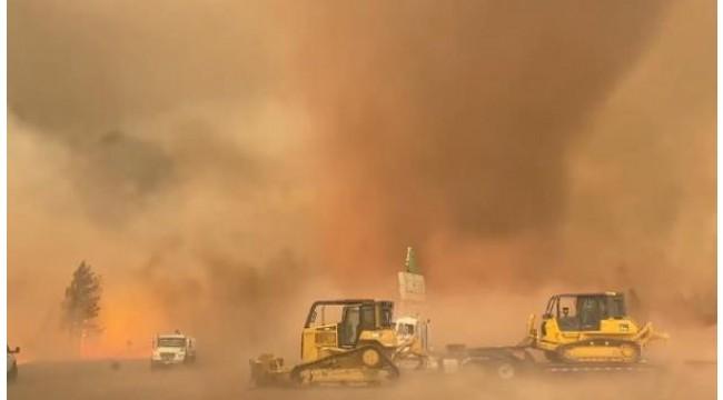 ABD'de orman yangını sırasında 'alev hortumu' görüntülendi