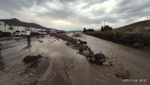 Ağrı'da sağanak; Doğubayazıt'ta metrekareye 22 kilogram yağış düştü
