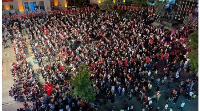 Aksaray'da 15 Temmuz Meydanında toplandı