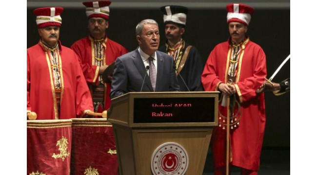 Bakan Akar: Mehmetçiğin nefesi teröristlerin ensesinde