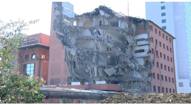 Havadan fotoğraflarlaTarihi Haydarpaşa Numune Hastanesi'nin dahiliye binasının yıkımına başlandı