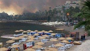 Marmaris'te korkutan orman yangını; alevler yerleşim yerine 100 metre kadar yaklaştı