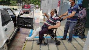 Üzerine inek düştü; bacağı, diz üstünden kırıldı