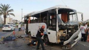Antalya'da tur midibüsü kaza yaptı: 2 turist öldü