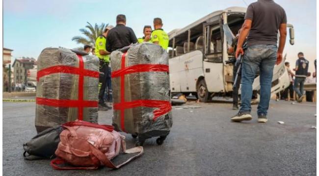 Antalya'da tur midibüsü kaza yaptı: 3 turist öldü, 9 yaralı - Yeniden