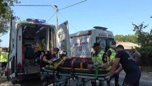 Arnavutköy'de minibüs ile otomobil çarpıştı: 2 yaralı