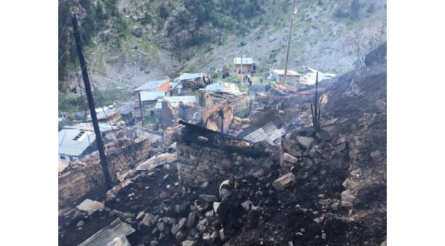 Yusufeli'nde ahşap 33 ev yandı - Yeniden