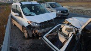 Avcılar'da iki araç kafa kafaya çarpıştı: 1 yaralı