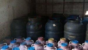 Hayvan damına baskında, sağlıksız koşullardaüretilen 52 ton salça ele geçirildi